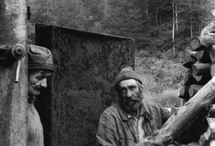 POLAND - charcoalburners in Chmiel in the Bieszcady mountains